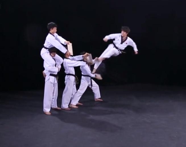 【跆拳道教学】腾空三侧踢